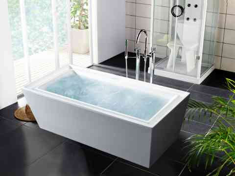 Beautiful Free Standing White Bathtub Design