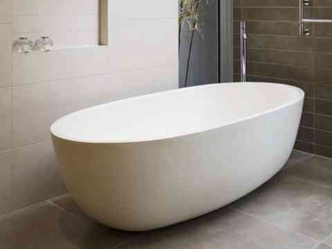 Free Standing Oval Shaped Bathtub Design