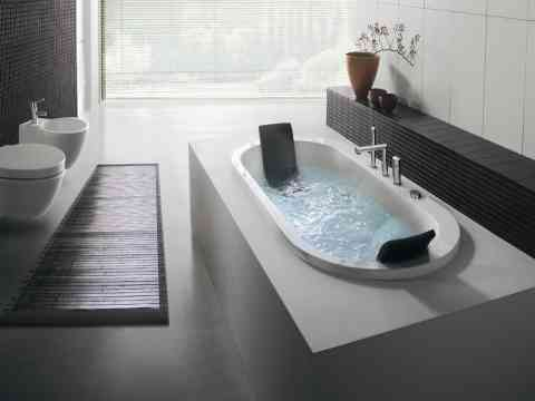 Gorgeous White Fixed Bathtub Design