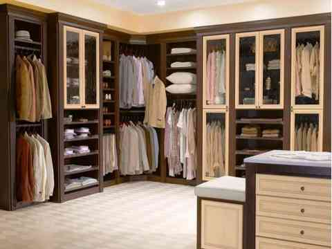 Traditional Walk In Closet Design